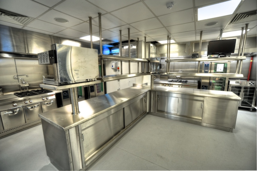 Diseo cocina industrial awesome diseo cocina industrial for Cocina industrial blanca